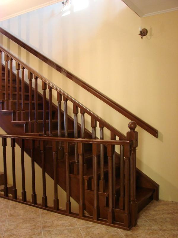 Деревянная лестница на второй этаж дома: как сделать